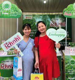 Nhãn hàng Emhappy tặng hàng trăm suất quà cho nữ công nhân và mẹ bầu ở Huế