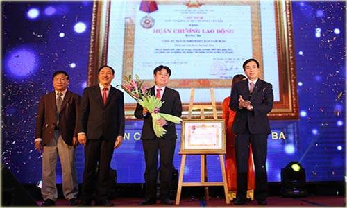 Nam Dược vui mừng đón nhận Huân chương Lao động hạng 3 do Chủ tịch nước trao tặng